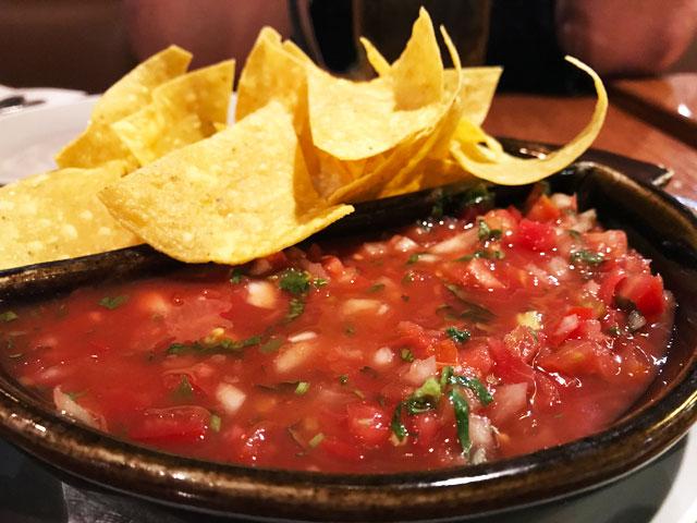 老舗には理由がある、クマンのメキシカンレストラン「アミーゴス(Amigos Restaurant)」